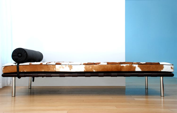 Boltrona day bed cowhide